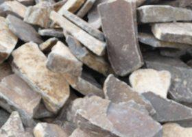 Štiepaný kameň - na obklady múrov a stien, na dláždenie záhradných chodníkov a ciest<br>(na objednávku)