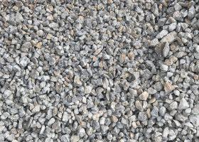 Drvené kamenivo VÁPENEC 8-16 - Vhodný pod zámkovú dlažbu a do betónov nižších tried ako alternatíva namiesto štrkopiesku, vhodný aj na dočasnú tvorbu príjazdových ciest a chodníkov s následnou pokládkou asfaltu, betónu alebo zámkovej dlažby a tiež drenážne násypy