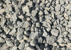 Drvené kamenivo ANDEZIT 32-63 - Podsypový kameň na spevnenie stavebných plôch, hál, cestných komunikácii , zásypov a spevnenie nesúdržných násypov, drenážnych násypov, kamenivo vyššej triedy a pevnosti