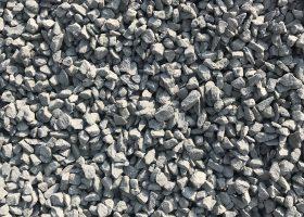 Drvené kamenivo ANDEZIT 8-16 - Vhodný pod zámkovú dlažbu a do betónov nižších tried ako alternatíva namiesto štrkopiesku, vhodný aj na dočasnú tvorbu príjazdových ciest a chodníkov s následnou pokládkou asfaltu, betónu alebo zámkovej dlažby a tiež drenážne násypy, kamenivo vyššej triedy a pevnosti